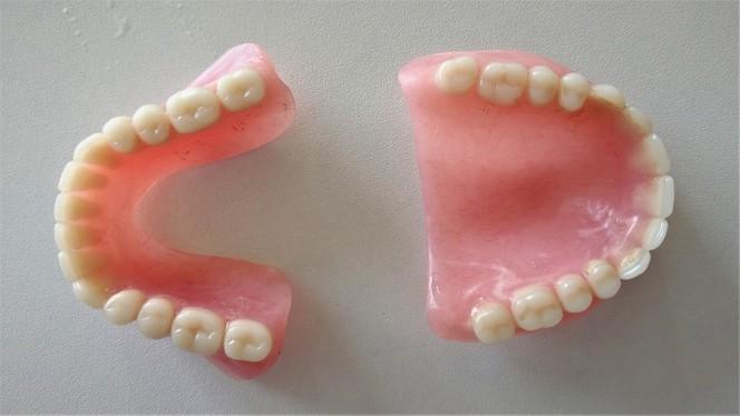 Цена зубного протеза из пластмассы
